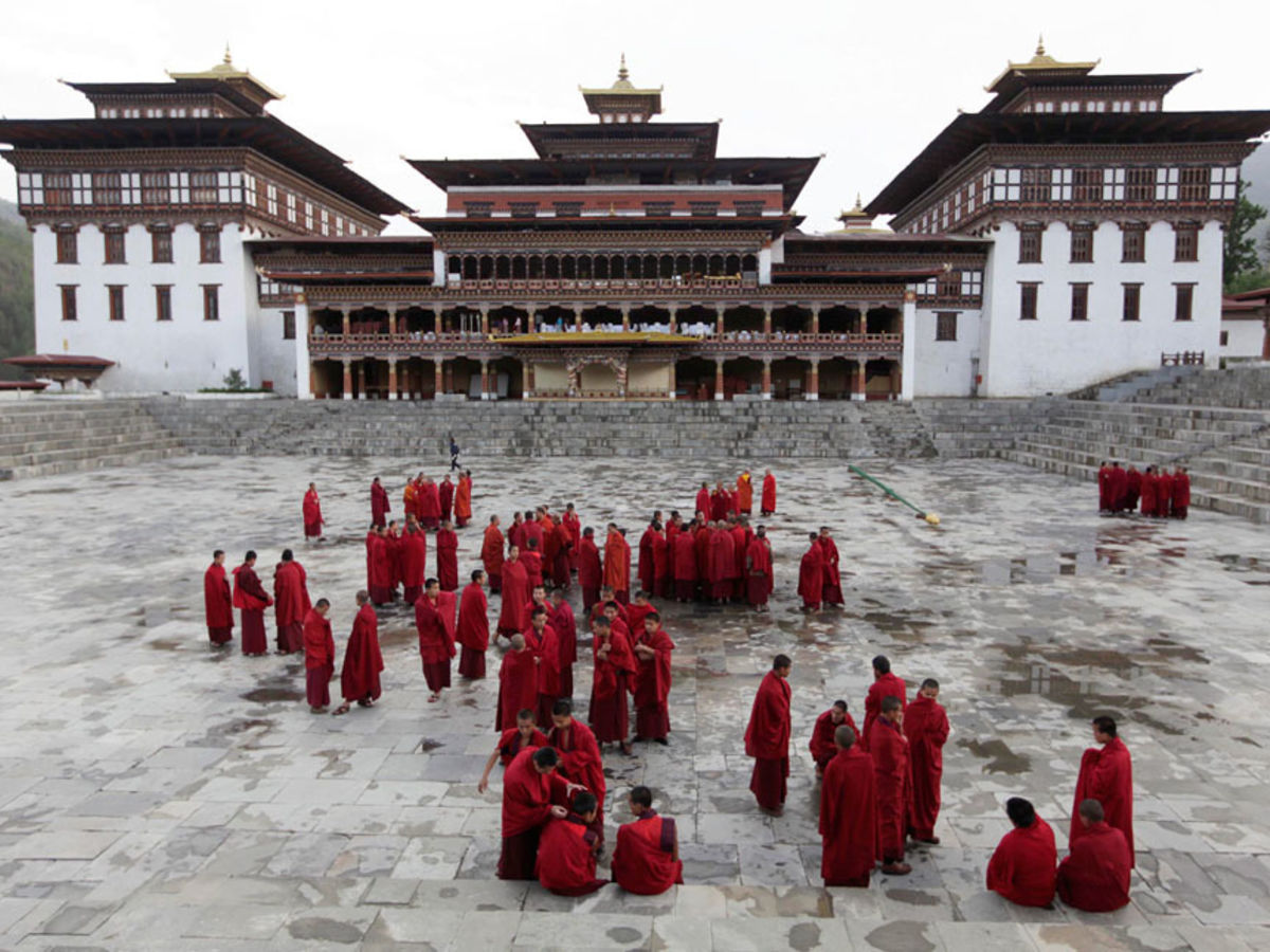 tashichhodzong-at-paro-the-himalayan-wonderland-tour1